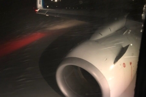 Plane gets stuck on taxiway at Winnipeg airport