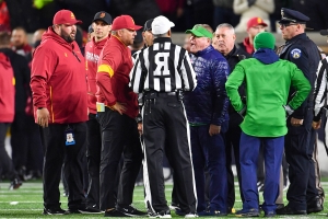 Notre Dame, USC get into halftime scrum, ref says foul on 'UCLA'