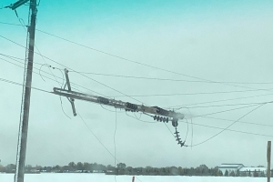 Thousands of Manitobans without power cope with difficult conditions after storm