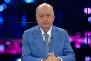 Alan Jones tears up live on-air in emotional tribute to struggling farmers