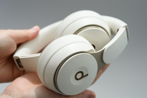 Apple Adds Noise-Cancelling to Beats Solo Over-Ear Headphones