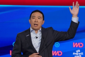 Andrew Yang eschewed the usual American flag lapel pin for one that said 'maths' instead at the debate