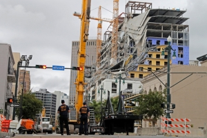 New crane positioned near unstable New Orleans collapse site