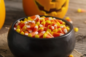 Nutrition Experts Eat Halloween Candy, Too - Here Are 8 Brands They're Trick-or-Treating For