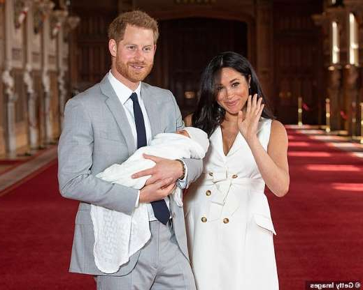 Prince Harry et al. posing for a picture: Prince Harry, Duke of Sussex and Meghan, Duchess of Sussex, pose with their newborn son Archie Harrison Mountbatten-Windsor during a photocall in St George's Hall at Windsor Castle two days after the birth