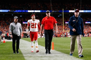 Report: Patrick Mahomes to miss at least three weeks with knee injury