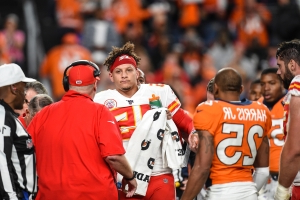 Reports: Patrick Mahomes expected to miss 3 weeks with knee injury