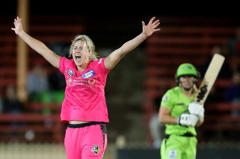 SYDNEY, AUSTRALIA - OCTOBER 18: Ellyse Perry of the Sixers celebrates taking the wicket of Naomi Stalenberg of the Thunder during the Women's Big Bash League match between the Sydney Sixers and the Sydney Thunder at North Sydney Oval on October 18, 2019 in Sydney, Australia. (Photo by Mark Metcalfe/Getty Images)