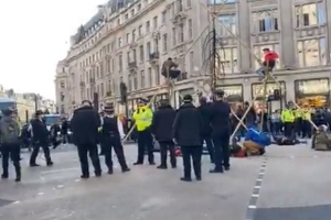 They're back: Extinction Rebellion protesters build pyramid in Oxford Circus