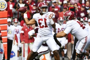 Alabama QB Tua Tagovailoa leaves game with ankle injury
