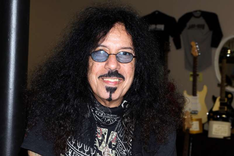 Frankie Banali wearing glasses: Rock 'N' Roll Fantasy Camp