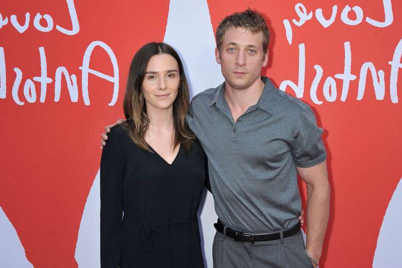 Jeremy Allen White, Addison Timlin are posing for a picture: Jeremy Allen White and Addison Timlin attend the Los Angeles premiere of