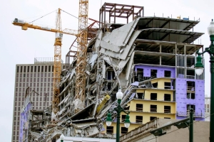 New Orleans Hard Rock Hotel collapse: two cranes demolished at construction site in New Orleans
