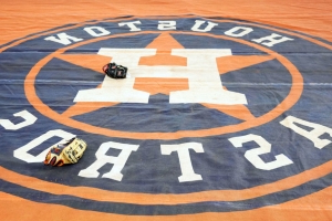 MLB to investigate clubhouse incident involving Astros executive