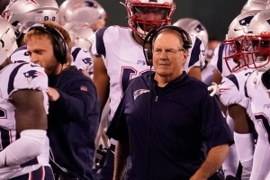 Here's What Bill Belichick Told Patriots' Defense In Sideline Huddles Vs. Jets