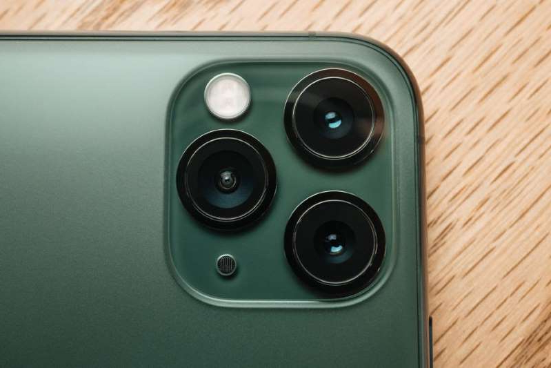 a camera on a table: The new OS update gives users even more cool camera tricks. Óscar Gutiérrez/CNET