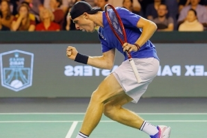 Canadian Denis Shapovalov off to quarterfinals at Paris Masters