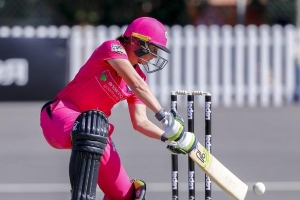 Alyssa Healy signs fresh extenstion to remain in Sixers colours
