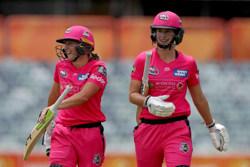 Healy, Perry in world-record WBBL spree