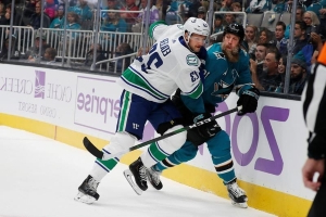 Pettersson scores twice, Canucks beat Sharks 5-2