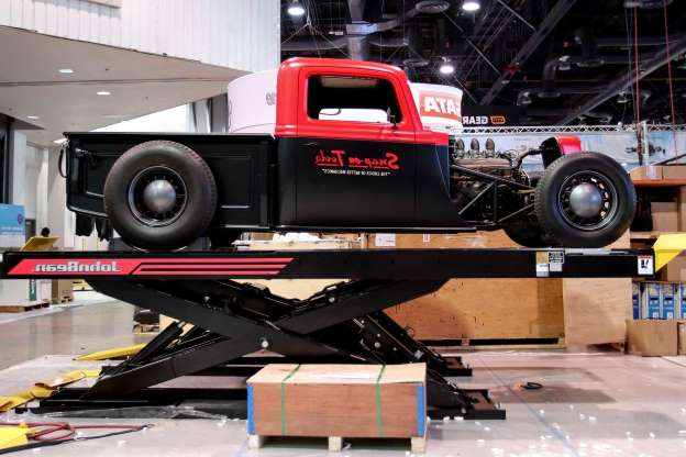 Slide 34 of 62: 002-SEMA-2019-First-Look-Indoors.jpg