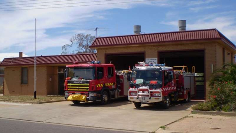 a fire truck parked in front of a building: The Metropolitan Fire Service in Port Augusta responded to the blaze. ((Supplied: MFS))