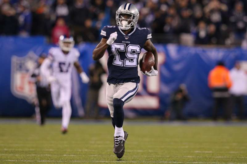 a group of baseball players playing a football game: Dallas Cowboys cornerback Jourdan Lewis (27) runs back a fumble for a touchdown against the New York Giants during the fourth quarter at MetLife Stadium.