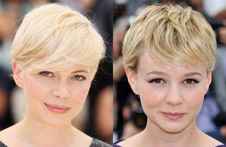 Carey Mulligan, Michelle Williams are posing for a picture: Carey Mulligan and Michelle Williams.