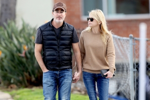 Is Anna Faris Engaged? Actress Spotted Wearing Diamond Ring