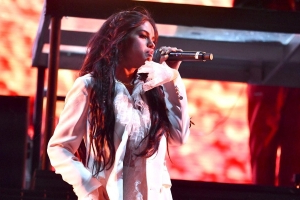 Selena Gomez lands first No. 1 song on Billboard Hot 100 with 'Lose You to Love Me'