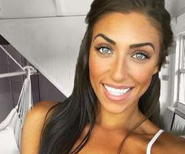 a woman smiling for the camera: Recent Love Island Australia bomb Margarita Smith has been accused of photoshopping herself in to the bedroom of influencer Emma Spiliopoulos. Emma, who boasts more than 330,000 Instagram followers, is known for taking mirror selfies in her bedroom.The room has a white and grey colour scheme, and has an instantly recognisable wall with shiplap, white wooden partition and boho chair swing.
