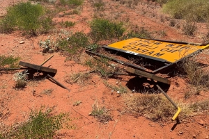 Outback roadworks signs, fallen or forgotten, heighten risk of fatalities happening again