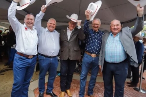 Alberta premier chartered $16K flight to fly 2 premiers to Saskatoon after Stampede event