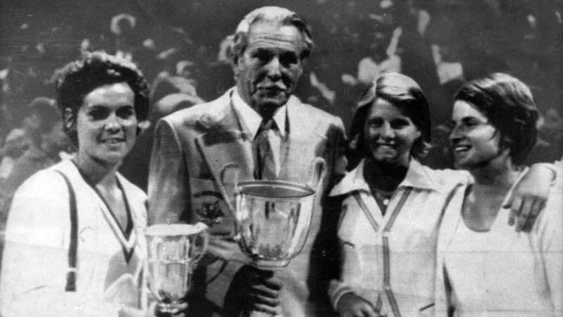 Evonne Goolagong Cawley et al. posing for a photo: Fed Cup champions … (L to R) Janet Young, Dianne (Fromholtz) Balestrat, manager Vic Edwards and Evonne Goolagong Cawley. (Supplied: Tennis Australia)