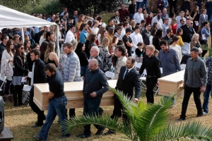 Loved ones arrive for funerals of 9 members of American family slain in Mexico