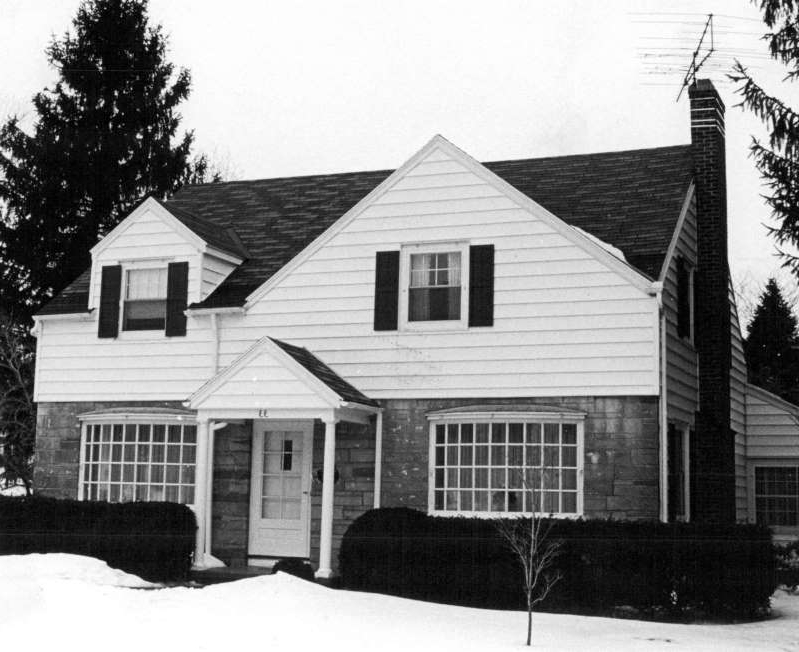 a large white house: 33 Del Rio Drive, Brighton, then home of James and Cathleen Krauseneck at the time of her murder