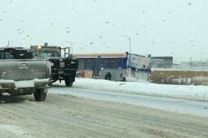 Over 175 crashes in Edmonton as snowfall warning remains for much of western Alberta