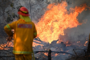 Blackheath locals pack amid fire warnings