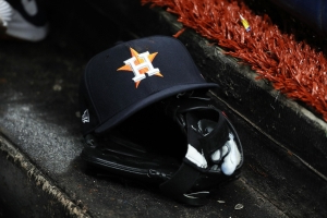 Ex-Astros say team electronically stole signs during 2017 season