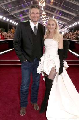 Gwen Stefani, Blake Shelton are posing for a picture: Gwen Stefani and Blake Shelton | Todd Williamson/Getty Images