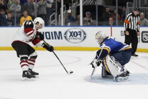 Coyotes snap Blues' 7-game win streak, 3-2 in shootout