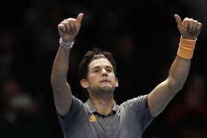 Thiem beats Djokovic in 3 sets to advance at ATP Finals