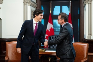 Trudeau meets Bloc leader in hunt for support for minority government