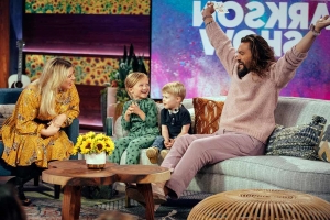 Watch Kelly Clarkson's Kids Interview Their Hero Jason Momoa In The Cutest Video Ever