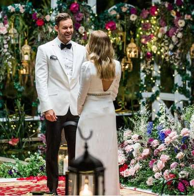 Carlin Sterritt et al. standing in front of a flower: When Carlin and Angie met on the red carpet, there was instant chemistry and for the first time ever, a Bachelor singing wasn't cringey. (Watch in the player below)                   (Source: Network Ten)