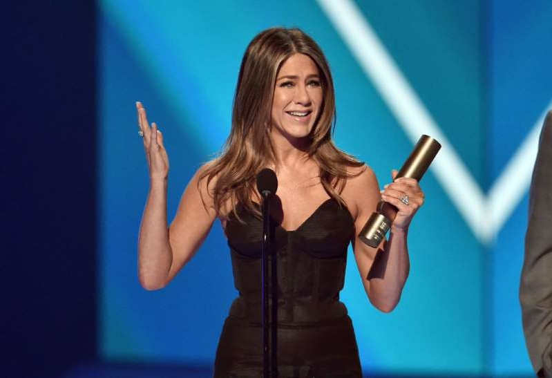 Jennifer Aniston accepts The People's Icon of 2019 award on stage during the 2019 E! People's Choice Awards held at the Barker Hangar