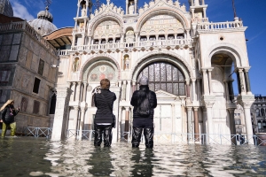 Venice paralyzed by the worst flooding in half a century