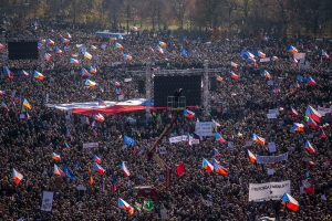 Czechs Say Billionaire Leader Must Resign in Mass Protests