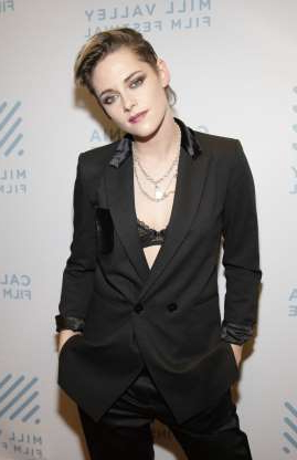 Slide 72 of 117: Kristen Stewart had a busy year in the romance department! Within the first month of the New Year, K-Stew had seemingly called it quits with stylist Sara Dinkin after a few short months together. This summer, Kristen was back together with old girlfriend Stella Maxwell However, by August, they were done again and Kristen had started seeing screenwriter Dylan Meyer.