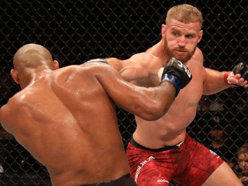 Blachowicz earns split decision over Souza at UFC Sao Paulo